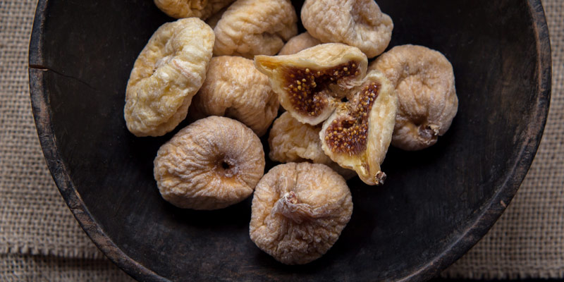 dried figs in a plate